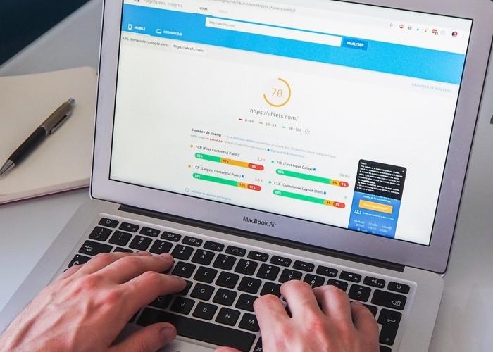 man typing on laptop that's displaying an SEO score